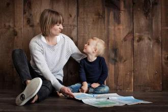 大多数父母说亲自动手 强化育儿是最好的