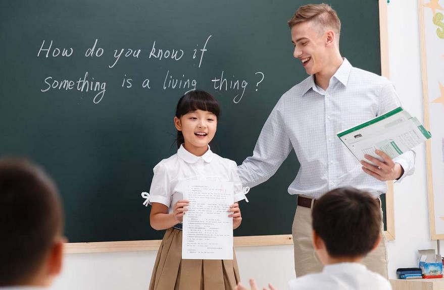 缺乏科学教育背景的教师至少使用面向探究的教学