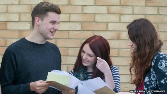北爱尔兰学生的高等教育费用被冻结