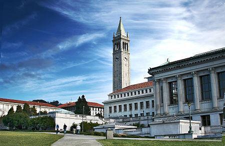 美国政府考虑削减高等教育成本以吸引印度学生