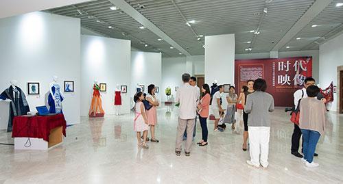 中国上下五千年的文化博大精深 积淀了丰厚的服装服饰文化