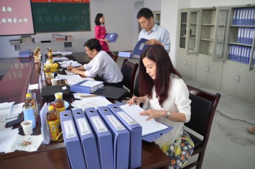 在一些地方一拨拨袭来的非教学任务让不少教师身累
