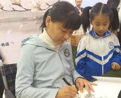 甘肃黄河文学奖得主女作家刘海云 10年时间写下了150余万字