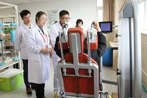 在河南省人民医院康复科 举行了一场特别的毕业答辩