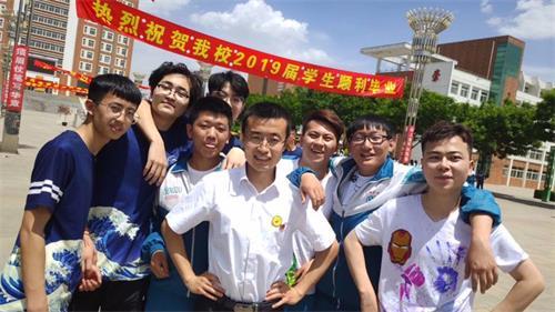 班主任高考后给全班包网吧 还要和15学生从山西骑行到上海