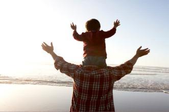 通过简短的陪伴父子或父女之间的关系也可以更为亲密