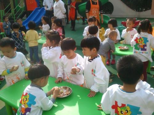 劳动没有贵贱 最终是为了帮助孩子们了解和习得初步的劳动技能