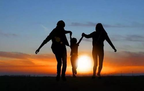 积极心理学是近几年发展起来的一种前沿家庭教育理念