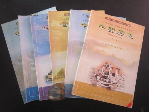 江苏省小学初中语文 历史 道德与法治学科将使用统一部编版教材