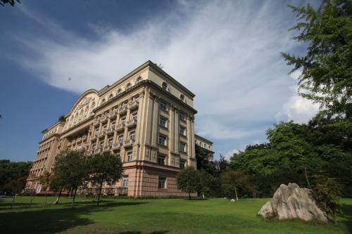 孟买大学中心多年没有教职员工
