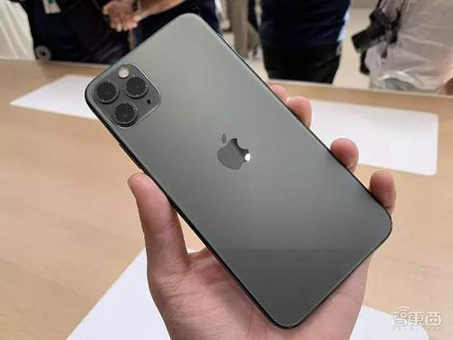 iPhone 11就是关于方形相机凹凸的一切