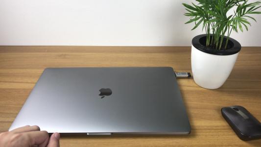 苹果软件更新可修复16英寸MacBook Pro弹出式扬声器