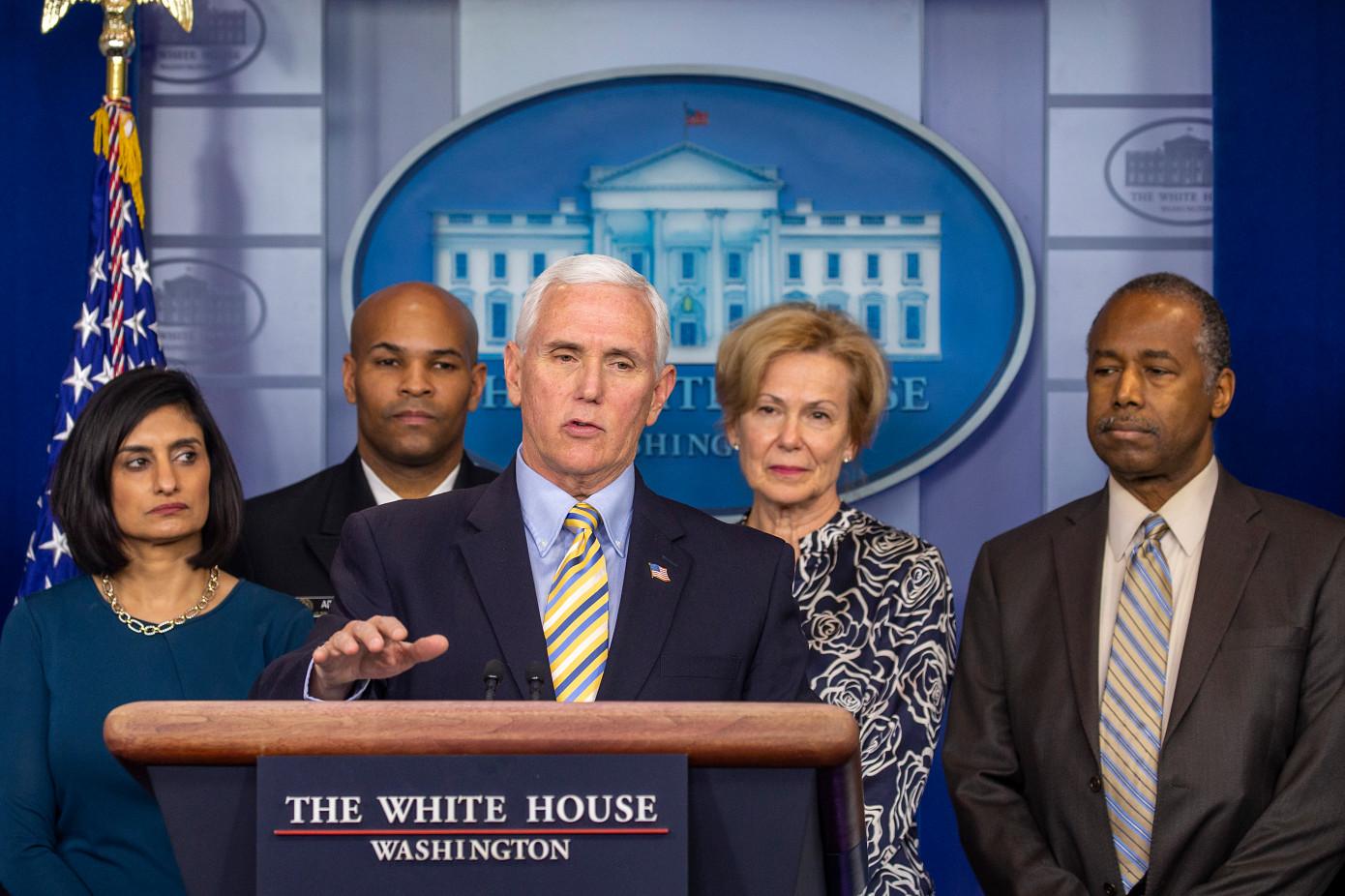 白宫现在表示,病毒筛查站点的飞行员将于周一在湾区推出