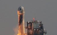 杰夫贝索斯在蓝色起源的第一次宇航员飞行中进入太空
