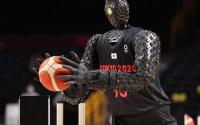 东京奥运会:机器人在中场休息时投下三分球和半场投篮