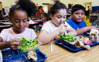 获得膳食必须是重返学校的优先事项