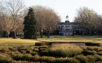伊隆大学被世界报道评为本科教学卓越的全美第一大学